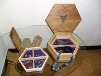 Hexagonal jewel box in oak, ash and gold leaf 3