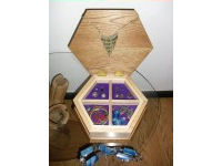 Hexagonal jewel box in oak, ash and gold leaf 4