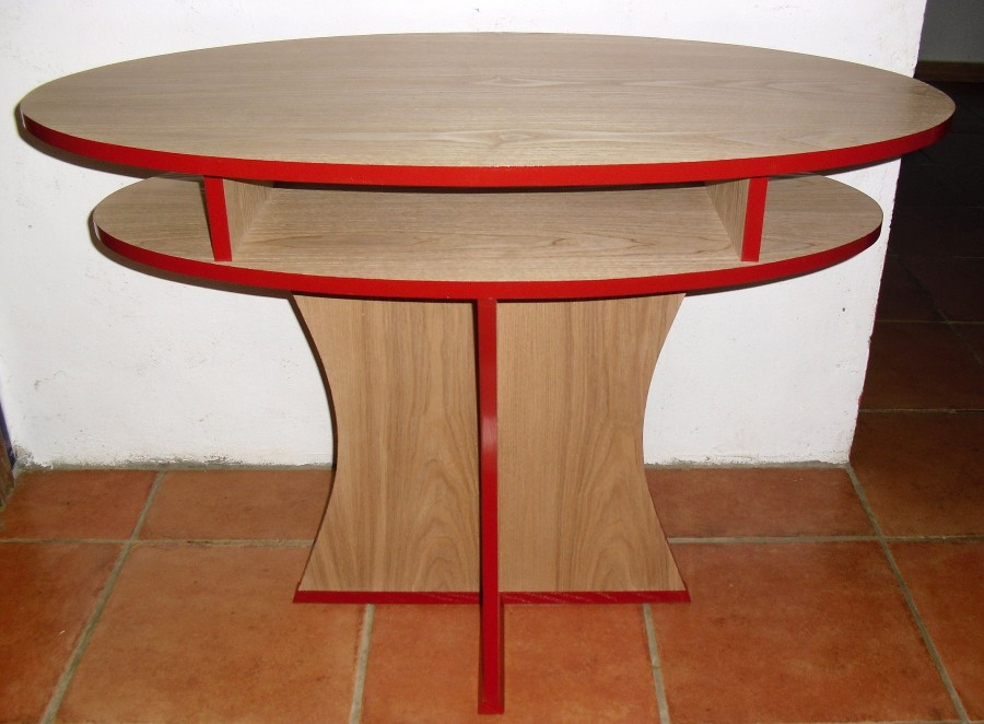 Table in chestnut, veneered, edges painted, waxed. 1